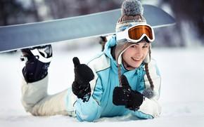 Картинка зима, снег, радость, улыбка, сноуборд, шапка, девочка