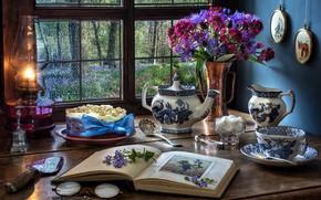 Картинка цветы, стиль, лампа, букет, чайник, окно, очки, кружка, чашка, торт, сахар, книга, васильки