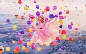 Картинка девушка, шарики, горы, воздушные шары, настроение, прыжок, шляпа, платье, полёт, разноцветные, Кристина Макеева
