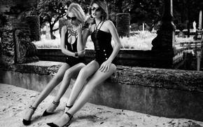 Картинка black & white, girl, hot, legs, eyes, smile, beautiful, figure, model, pretty, beauty, lips, face, …