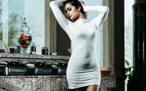 Картинка girl, hot, smile, beautiful, figure, model, brunette, pose, indian, actress, celebrity, bollywood