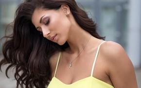 Обои модель, в жёлтом, Dmitry Sn, боке, макияж, прическа, Daria, красотка, шатенка, фон, портрет