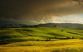 Картинка лето, небо, тучи, холмы, вид, поля, Италия, домики, луга, Тоскана, зеленые луга