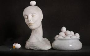 Картинка лицо, темный фон, женщина, яйца, голова, Пасха, статуэтка, скульптура, белые, натюрморт, предметы, шея, бюст, куриные