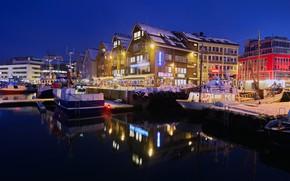 Картинка зима, снег, ночь, огни, дома, причал, Норвегия, фонари, залив, набережная, Tromso