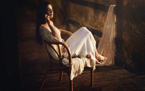 Картинка девушка, роза, стул