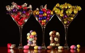 Картинка еда, бокалы, конфеты, черный фон, натюрморт, много, композиция