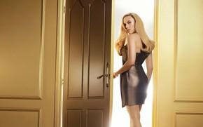 Картинка девушка, поза, волосы, платье, дверь, Scarlett Johansson, красивая