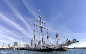 Картинка город, пристань, корабли, цепи, парусники