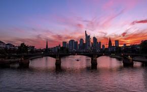 Картинка закат, мост, город, огни, река, небоскребы, вечер, Германия, башни, Франкфурт
