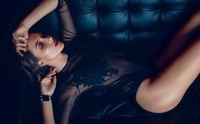 Картинка девушка, поза, диван, макияж, брюнетка, нижнее бельё, боди, маникюр, Paolo Puopolo