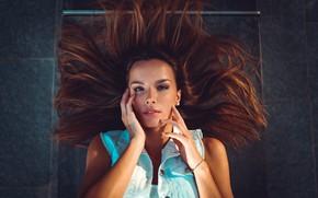 Картинка взгляд, девушка, лицо, волосы, руки, Marco Squassina, Marialaura Caccia