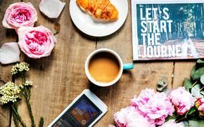 Обои стол, кофе, розы, газета, телефон, пионы