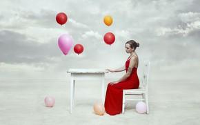 Обои небо, девушка, стол, шары, стул