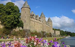 Картинка цветы, река, замок, Франция, France, Brittany, Бретань, Josselin Castle, Река Уст, Замок Жослен, Chateau de …