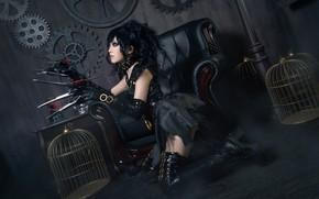 Картинка взгляд, девушка, лицо, поза, стиль, темный фон, оружие, фон, комната, стена, черный, волосы, лезвия, кресло, …