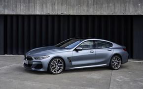Картинка купе, BMW, Gran Coupe, 8-Series, 2019, четырёхдверное купе, 8er, у ворот, G16, серо-стальной
