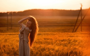 Картинка поле, лето, девушка, солнце, поза, улыбка, боке, Татьяна Гуз