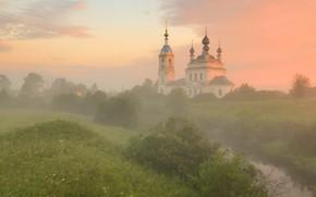 Картинка зелень, пейзаж, природа, туман, рассвет, утро, храм, колокольня, речушка, Максим Евдокимов