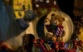 Картинка праздник, игрушка, шар, медведь, Рождество, Новый год, медвежонок, новогодние украшения, новогодние декорации
