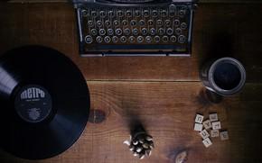 Картинка буквы, стол, дерево, винил, печатная машинка