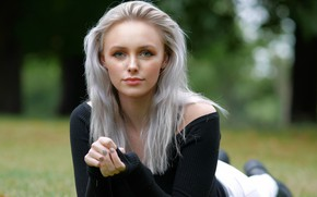Картинка Девушка, Взгляд, Модель, Girl, Лежит, Model, Look, Abbie, Abbie Charlotte, Серебряные волосы, Silver hair, Серебристые …