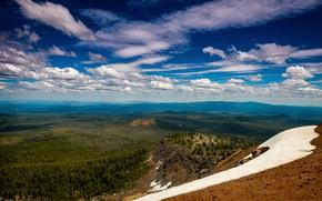 Картинка лес, облака, снег, горы, синева, холмы, склоны, вид, высота, даль, склон