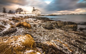 Картинка зима, снег, берег, Норвегия, церковь, водоем, Лофотены