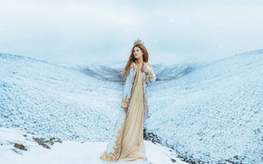 Картинка зима, девушка, снег, горы, корона, платье, принцесса, снегопад, королева