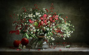 Картинка листья, ягоды, яблоки, ромашки, букет