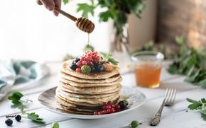 Картинка ягоды, завтрак, мед, тарелка, блинчики, ваза.цветы