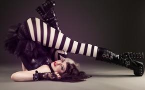 Картинка стройная фигура, забавная, я ее хочу, модель на сьемках, переворот, сексуальная девченка, стильная красотка, чулки …