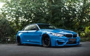 Картинка дорога, машина, лес, тюнинг, BMW, БМВ, tuning, BMW M4, синяя машина, Manhart, M4, BMW M4 …
