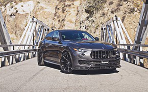 Картинка дорога, машина, горы, тюнинг, Maserati, карбон, black, спереди, tuning, колёса, Maserati Levante, агрессивная, чёрная машина, …