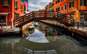 Картинка город, дома, лодки, Италия, Венеция, канал, мостик, Бурано, Александр Безмолитвенный