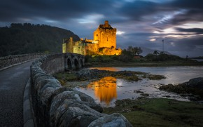 Картинка дорога, пейзаж, горы, мост, озеро, камни, вечер, Шотландия, освещение, Замок Эйлен Донан