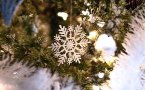 Картинка зима, снег, ветки, огни, праздник, игрушки, Рождество, Новый год, хвоя, снежинка, боке, ёлочные украшения, ёлочные …