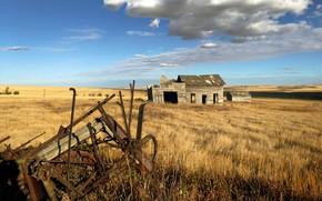 Картинка поле, сарай, старая сеялка