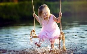 Картинка брызги, озеро, качели, девочка