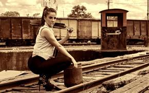 Картинка взгляд, секси, поза, рельсы, макияж, вагоны, фигура, прическа, сигарета, ведро, железная дорога, шатенка, сапожки, красотка, …