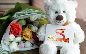Картинка тюльпаны, разноцветные, оберточная бумага, 8 Марта, плюшевый мишка, белый медвежонок, букет на столе