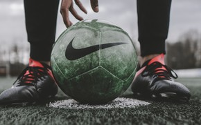Картинка legs, macro, blur, football, bokeh, ball, hand, sports, person, feet, football player, lawn, soccer ball, …