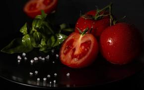 Картинка капли, макро, темный фон, стол, черный фон, помидоры, поднос, соль, базилик, тоиаты