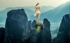 Обои девушка, свет, полет, пейзаж, горы, туман, камни, фантастика, обрыв, скалы, ноги, камень, спина, фигура, фэнтези, ...