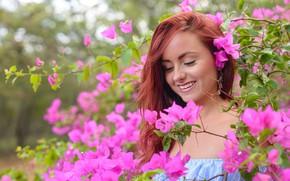 Картинка девушка, улыбка, цветение, боке, Roisin Neville