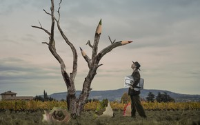 Картинка дерево, человек, карандаши