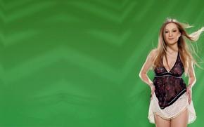 Картинка модель, платье, зелёный фон, Candice B