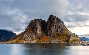 Картинка осень, небо, облака, пейзаж, горы, природа, скала, скалы, берег, гора, Норвегия, вершина, водоем, облачно, Лофотенские …