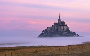 Картинка облака, закат, туман, замок, Франция, воздух, зарево, крепость, Мон-Сен-Мишель