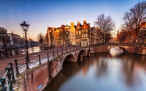 Картинка небо, свет, деревья, пейзаж, мост, река, люди, улица, вид, окна, здания, дома, весна, ограждение, Амстердам, …